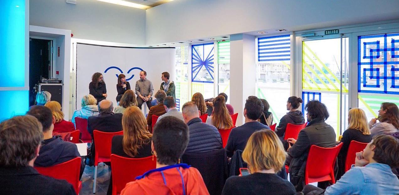 LivingLab en La Marina de València conversando sobre el diseño y la ciudad con Tachy Mora, Álvaro Sobrino y Xavi Calvo